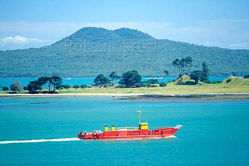 Car ferry travelling past Browns Is. (Motukorea) and Rangitoto Island (background), Brown's Island, Auckland, Auckland City District, Auckland Region, New Zealand (NZ) stock photo.