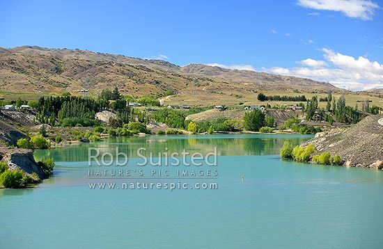 Houses, winery, vineyards of Cairnmuir Road, above Lake Dunstan. Bannockburn, Cromwell, Central Otago District, Otago Region, New Zealand (NZ) stock photo.