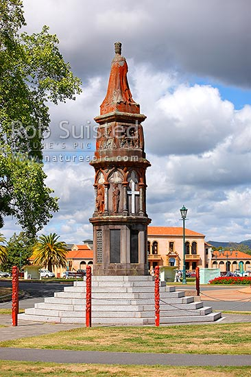 Rotorua's Arawa Soldier's Memorial and Krupps gun, tells the story of the arrival of the Arawa Maori people and waka to NZ and their 'voyage' to modern day, Rotorua, Rotorua District, Bay of Plenty Region, New Zealand (NZ) stock photo.